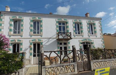 Near Saintes, Character spacious property within an acre plus pool.