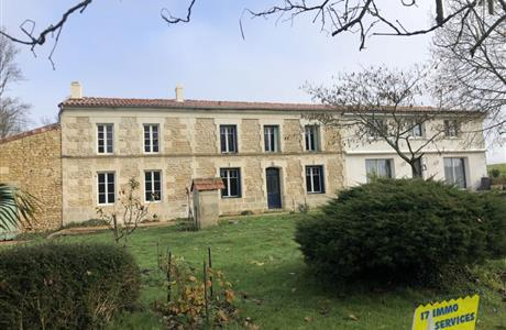 Charente-Maritime, Exceptional property to finish, ideal gite project.