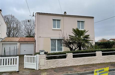 In Saintes RG, 4 bed house to modernise with garage and garden.