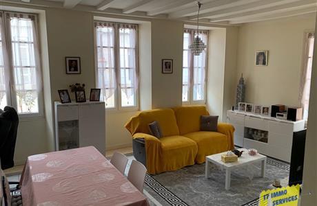 A vendre appartement T3 de 68 m2 Saintes rive gauche