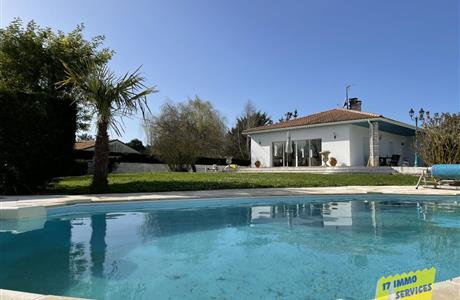 NEAR LA PALMYRE AND WILD COAST HOUSE EVEN FOOT ON BASEMENT WITH SWIMMING POOL