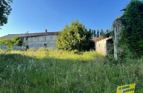 Maison à rénover entre Saintes et Gémozac avec beau potentiel